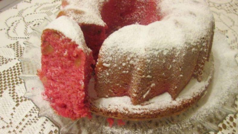 4 - червен кекс с ябълки и орехи